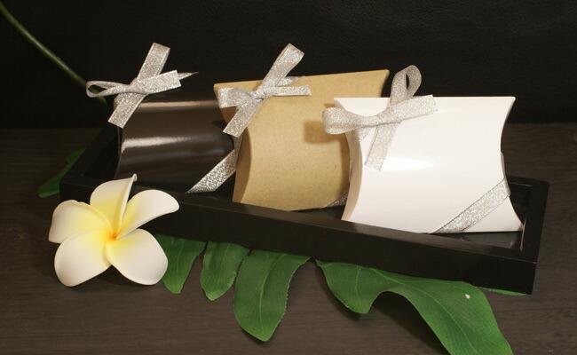 民族アクセサリー専門店ラパヌイ ギフトラッピングアクセサリーの魅力や高級感を損なわないシンプルなボックスタイプのラッピングをご用意しました。