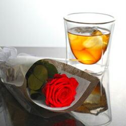 花だけでなく、グラスもどうぞ