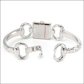【GUCCI】グッチ レディス 腕時計 トルナブォーニ コレクション GGインデックスに4Pダイヤモンド YA120509