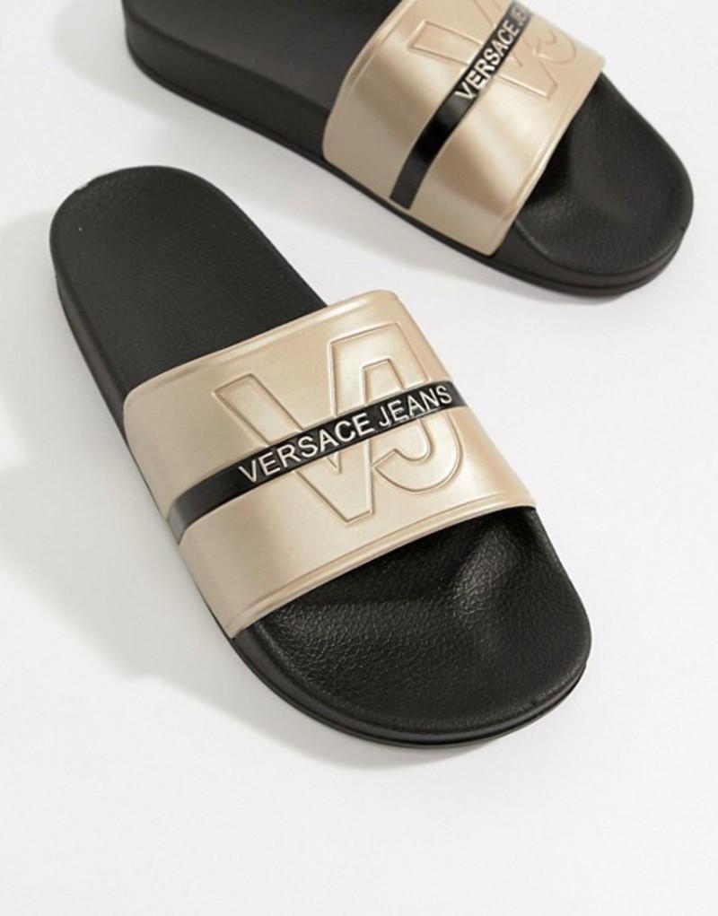 9038c829dc70 ヴェルサーチ メンズ サンダル シューズ Versace Jeans Logo Sliders In Gold Gold 正統の