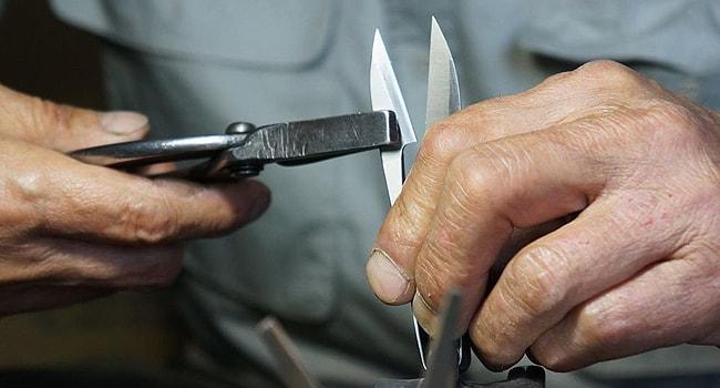 研ぎ直しまで手作業で行い、長く使える唯一無二の刃物に