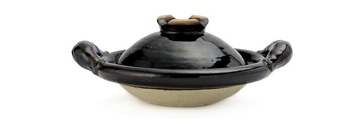 浅い形で汎用性の高い黒鍋蓋付