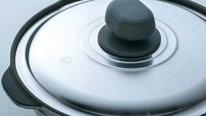 フタを使って無水調理