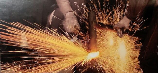 日本刀の刀工が作る、鋼の本焼き包丁