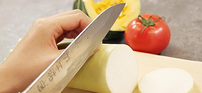 よく切れて長持ち。手作りならではの刃文も魅力