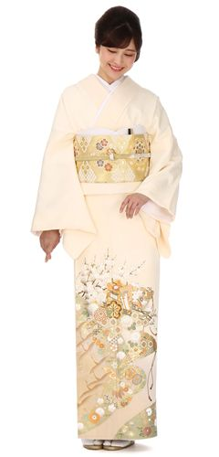 モデルが着用している色留袖の商品写真