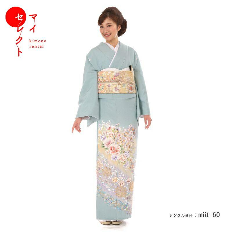 色留袖を着たモデル画像