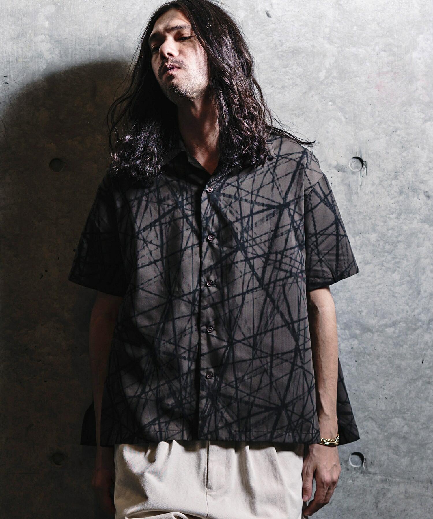 【GLIMCLAP(グリムクラップ)】 Geometry monotone pattern short-sleeve shirt シャツ(10-42-gls-cb)