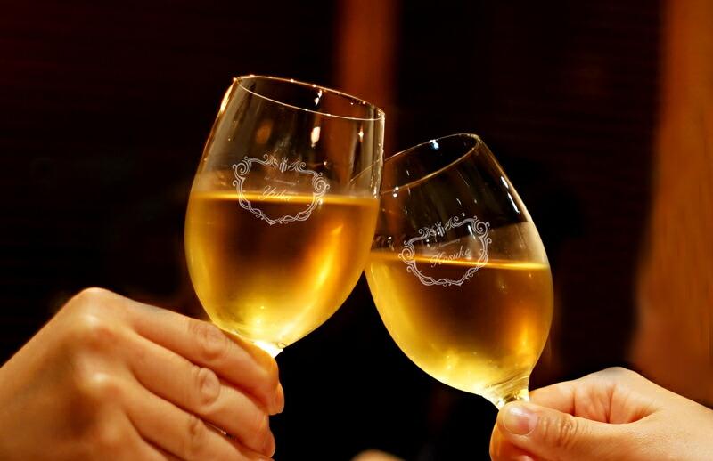 名入れできるワイングラスペアメイン画像