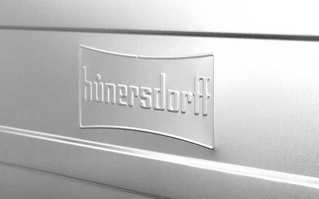 Hunersdorff ロゴがエンボス加工されています