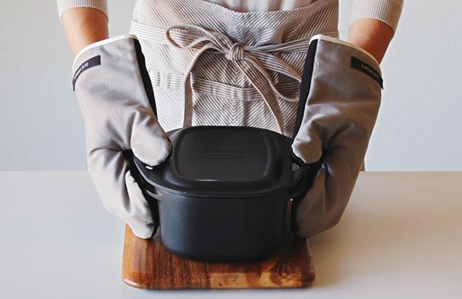 ココットダッチオーブンをつかんでも大丈夫!