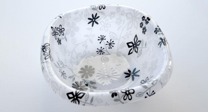 お湯をすくいやすい設計。既存のウォッシュボールらしい役割と可愛らしさを意識しました。