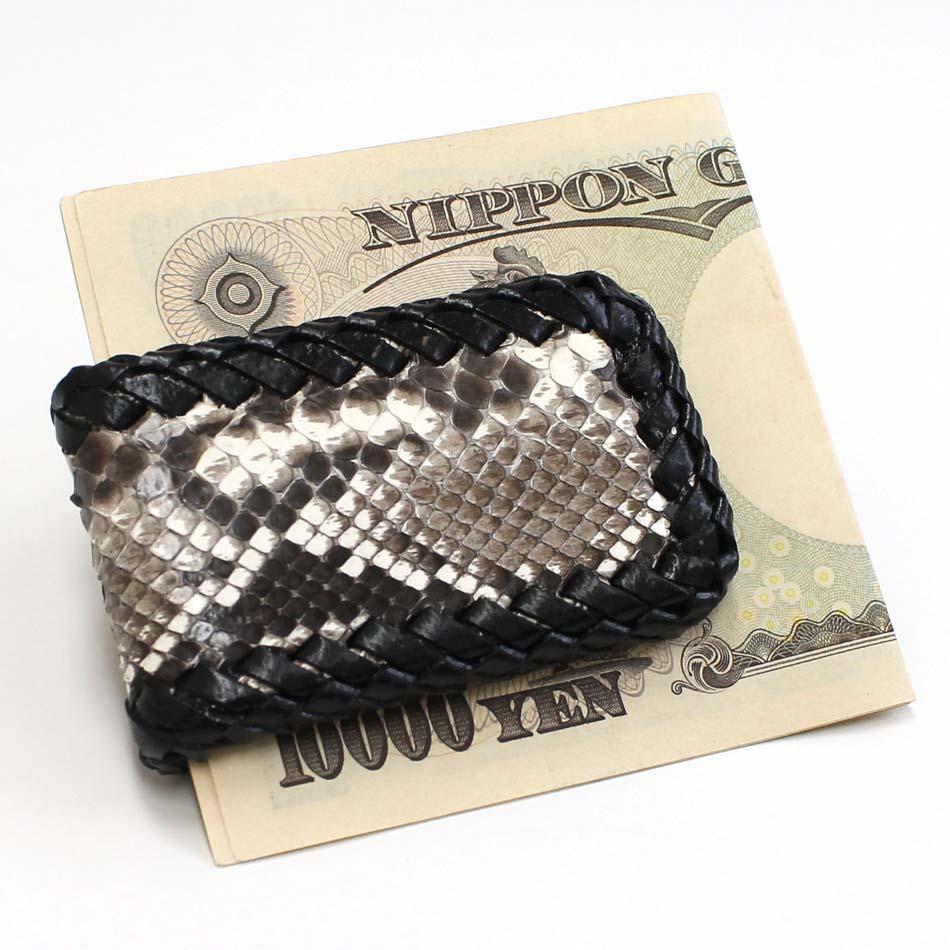 d3823e17310e 内側に内蔵されたマグネットでお札を挟むスタイルで、スマートにお札を携帯できます! 大人にオススメなシンプルなパイソンの本革マネークリップ☆