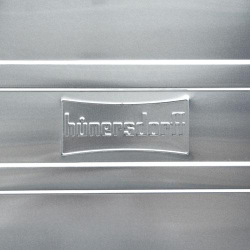 ヒューナーズドルフ社によるアルミコンテナー。