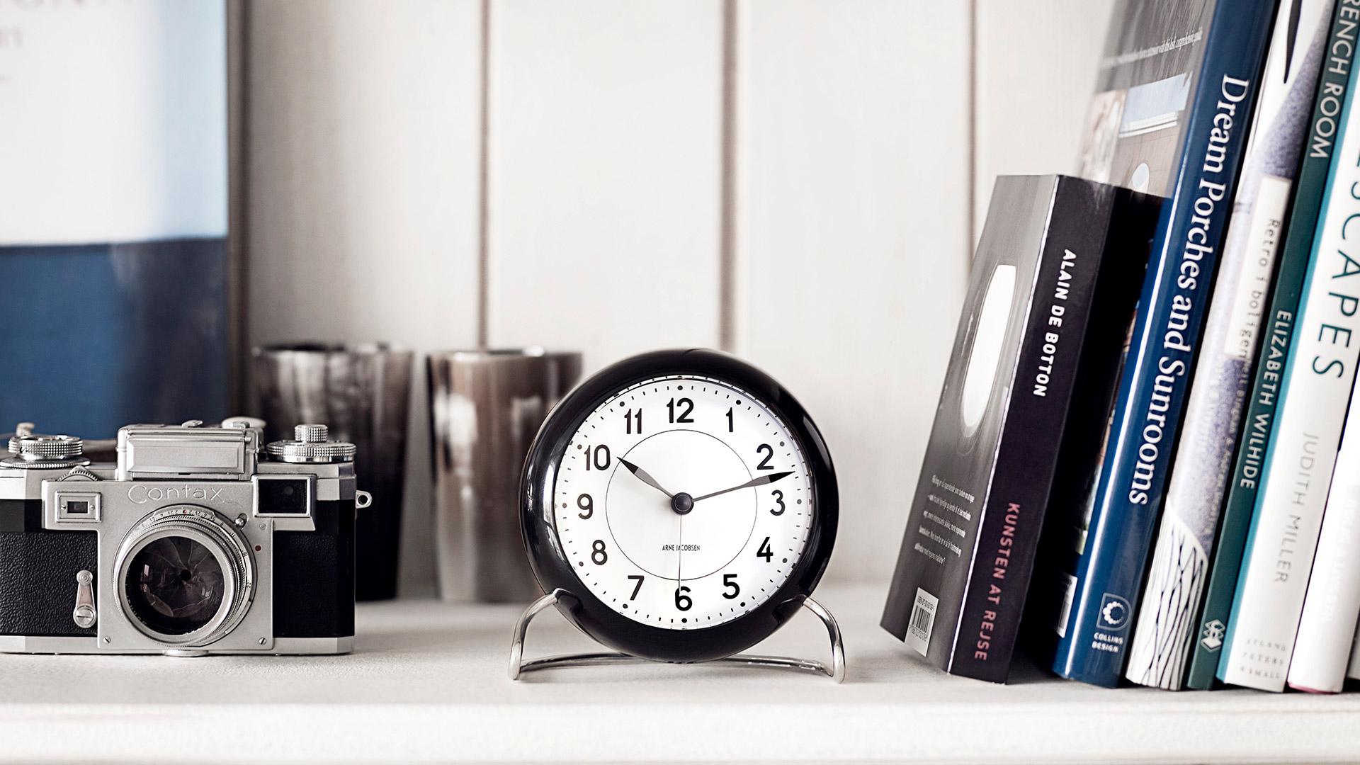 ARNE JACOBSEN / アルネヤコブセン テーブルクロック ステーション 置き時計
