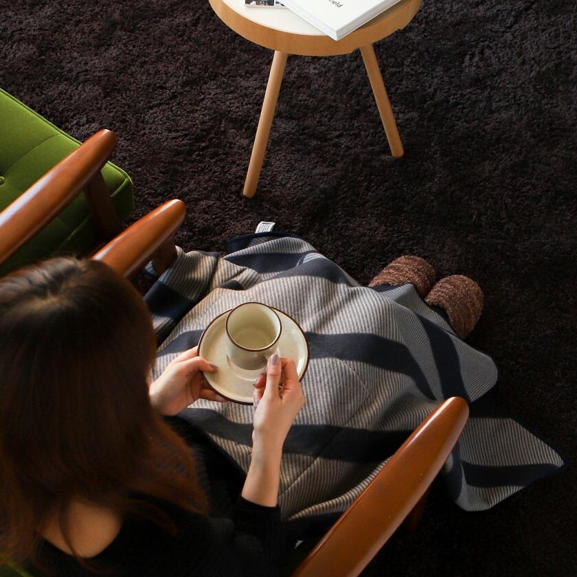 足元が冷えるオフィスでの防寒対策におすすめのひざ掛け・ブランケットは?