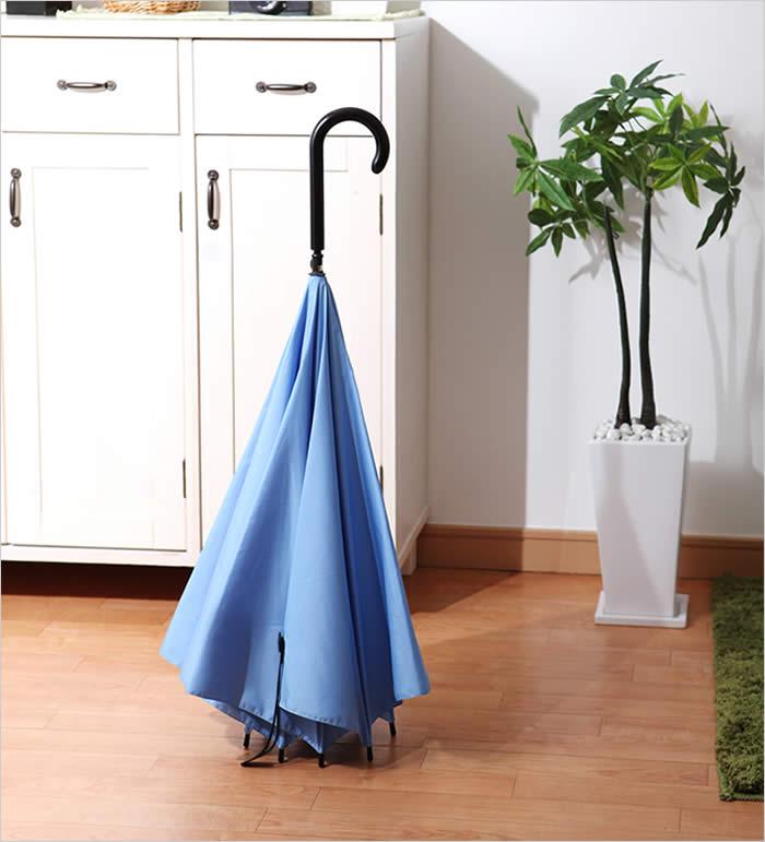 逆向きの傘