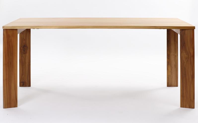 天板下はスッキリとしたデザインの4人用ダイニングテーブル