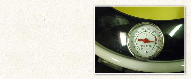 温度計付きで素材ごとの油温管理も調整できます。
