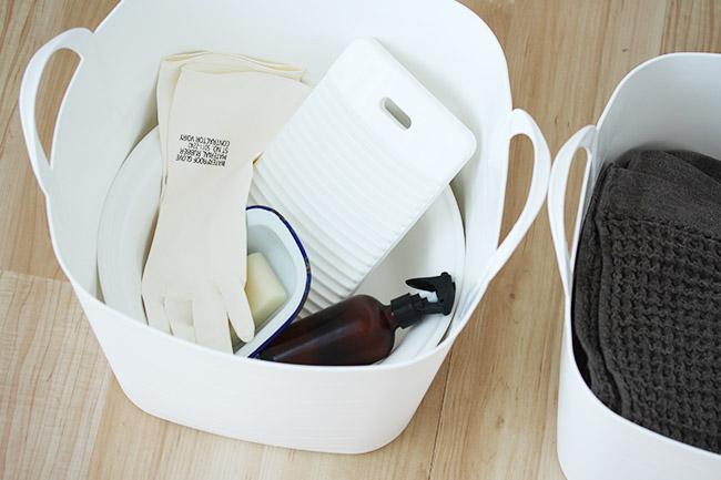 バケットM ホワイト オリジナルカラー 日用品の収納に。 洗濯用品から洗面所の小物までをひとまとめに。 見た目はキチンと、フタもできるのでホコリの心配もいりません。