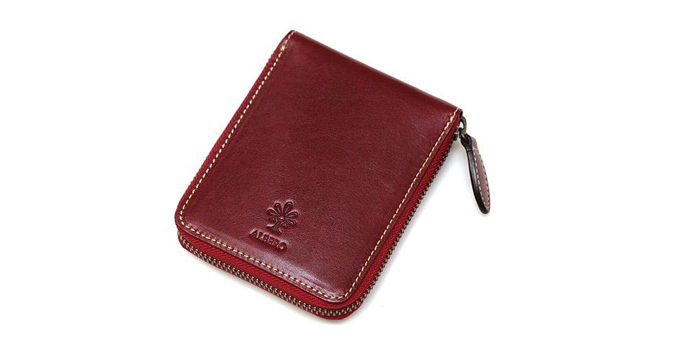 可愛らしいコンパクトな二つ折り財布です。