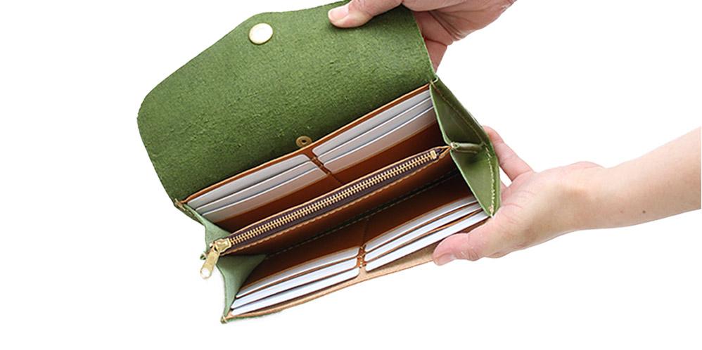 カードポケットは12枚分。