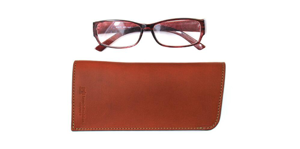 一般的な眼鏡より大きい眼鏡や小さめのサングラスの収納に向いています。標準的なサイズの眼鏡を入れると逆さまにした時に緩く飛び出すことがあります。
