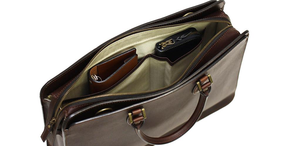オープンポケットは長財布が入る19.0cm×11.0cm、A5サイズのシステム手帳が収まる19.0cm×19.0cmが用意されています。