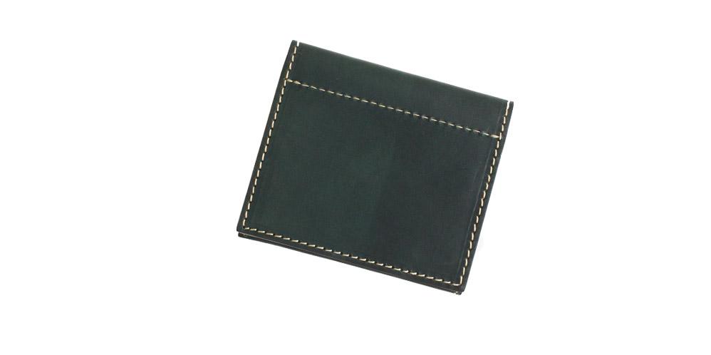薄型のシンプルな二つ折り財布です。