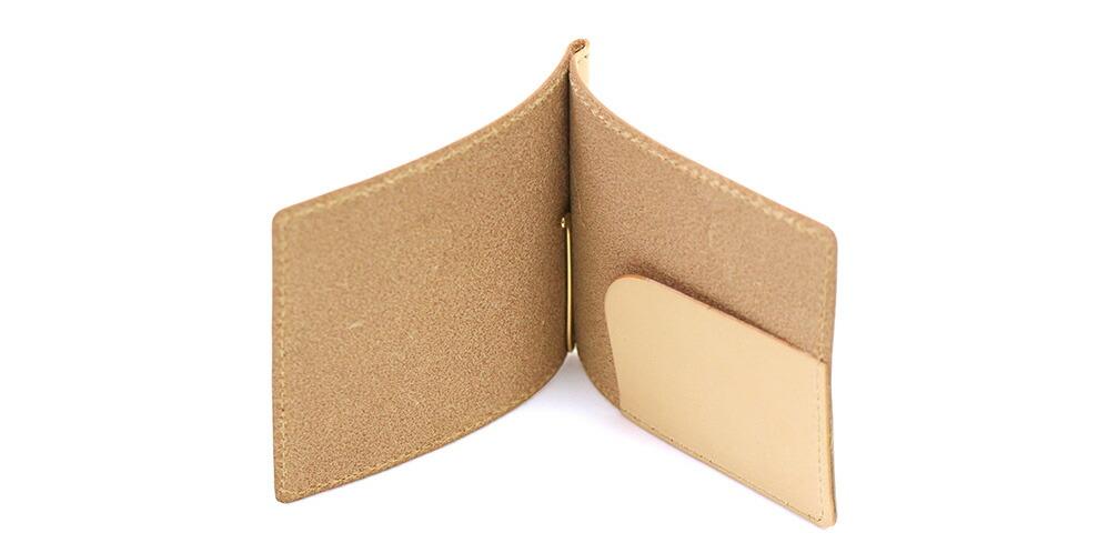 カードポケット等の機能を一切無くし、極力シンプルに。