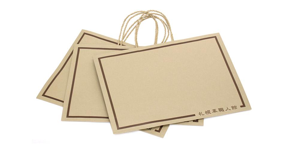 バッグは基本的にLサイズの紙袋に入ります。