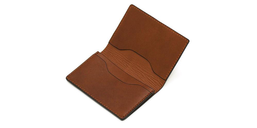 マチ付きのカードポケットが1ヶ所と、マチ無しのカードポケットが2ヶ所あります。(名刺入れ)