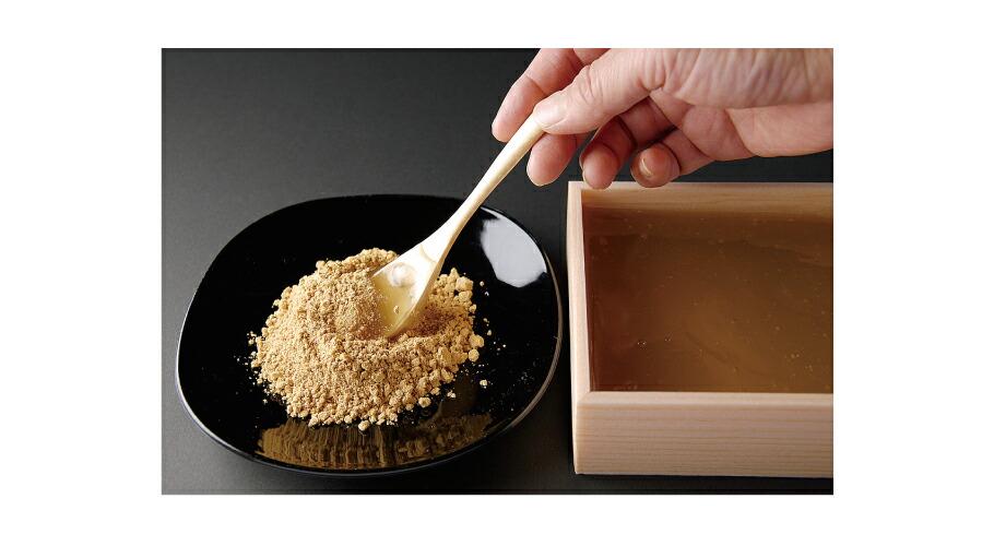 そのままでも、京きなこをまぶしても、滑らかな口当たりに至福のひと時がをお過ごしください。