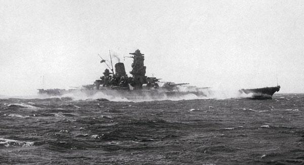 航行中の戦艦大和