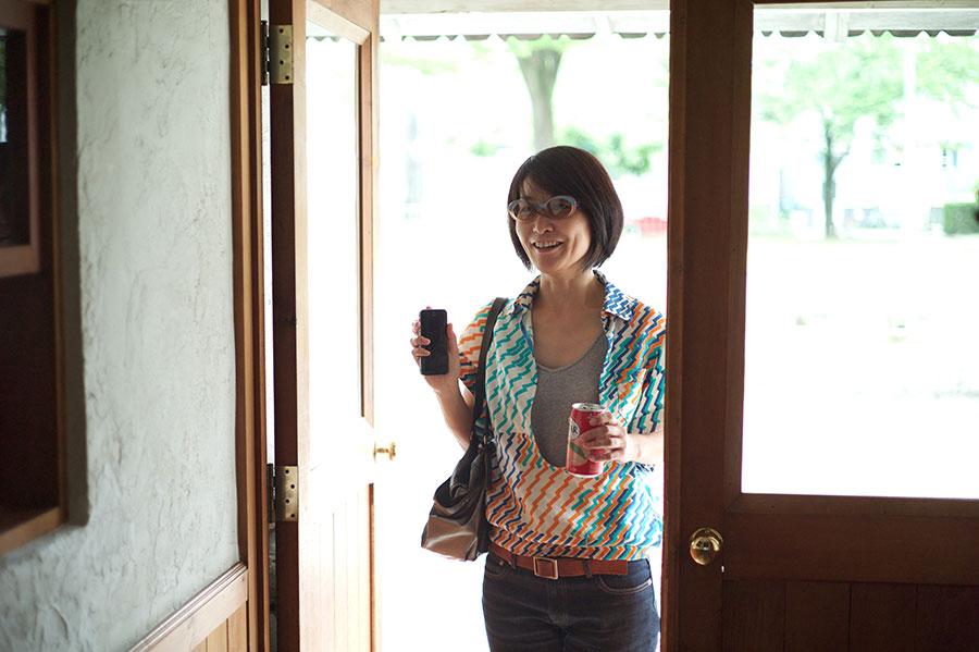 サングラスもシャツも酒井の私物です