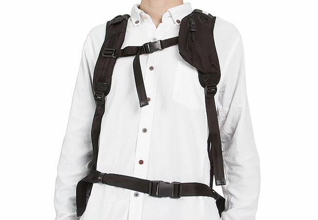 2bc4afa96f9d フロント面下部にもファスナーポケット付。折り畳み傘が入る大きさです。バックルはデザインのアクセントでもあり、衣服などを引っかけて使うこともできます。