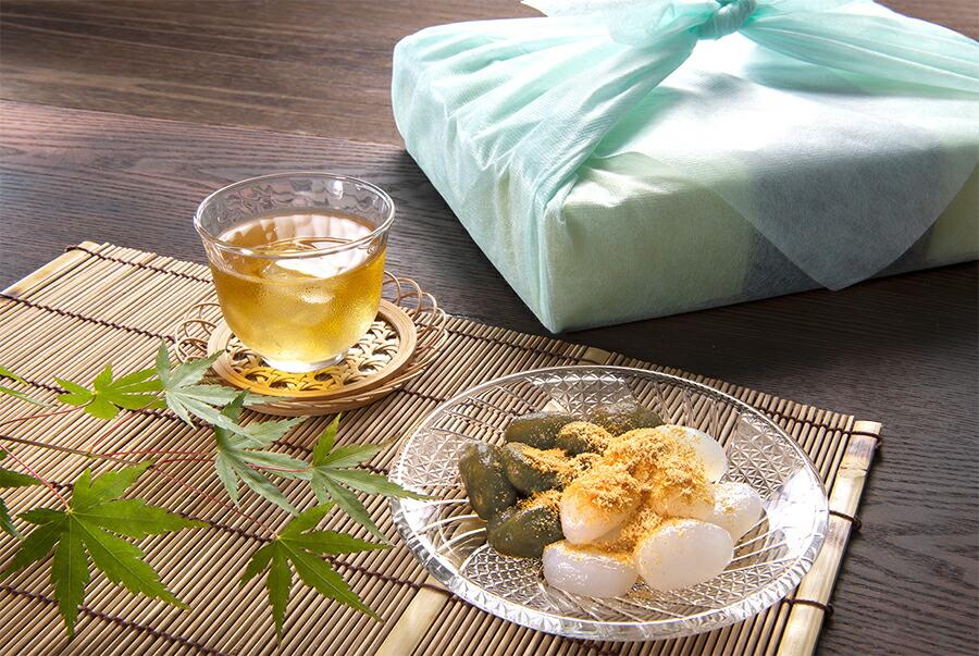 わらび餅と風呂敷のイメージ