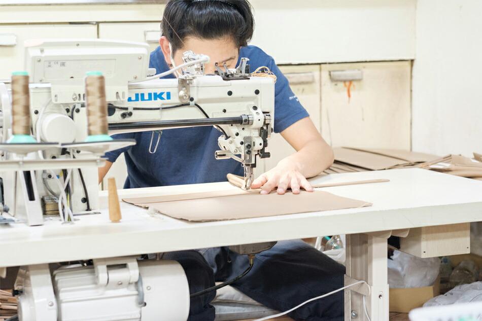 縫製工場の作業風景 その4