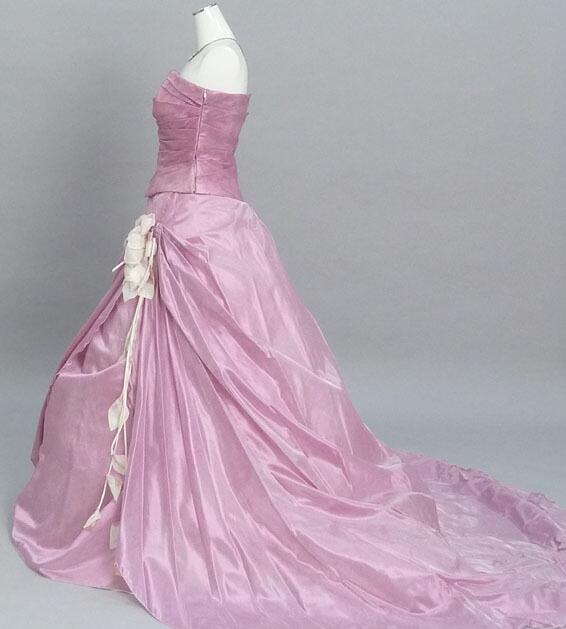 9fc7a65c9ebd6 結婚式、二次会用、カクテルドレス。デザインとカラーが可愛いドレス。 ボリュームスカートが豪華さを演出。  別途、小物が必要になります。楽々で便利な会場宅配もOK。