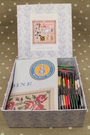 Sajou クロスステッチ Kit de point de croix : Marie-Antoinette マリーアントワネット キット サジュー フランス メゾンサジュー KIT_PDC_MUP_VERS_02