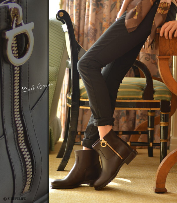 靴の女王の贅沢ブーツ。サルヴァトーレ・フェラガモ(Salvatore Ferragamo)【TONI】トニ/ブーツ/ショートブーツ/中のボアが真冬の足元も暖かに/レザー/本革/サイドジップ/ショート/エンジニア/ブラック/ブラウン/黒/ローヒール/レディース/靴/新作/正規品 モデル写真:ダークブラウン