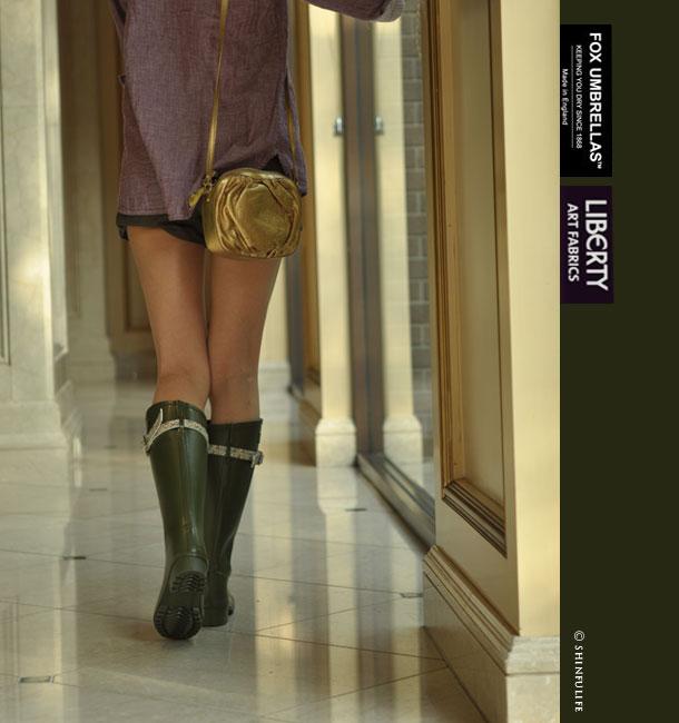 フォックスアンブレラ×リバティー!イギリス王室御用達ブランド(Fox umbrellas)が生地の女王Libertyとコラボ/レディース/シューズ/レインブーツ/レイン/ラバー/雨靴/レインシューズ/長靴/ラバーシューズ/雨/雪/靴/ラバーブーツ/ロング/ロングブーツ/花柄/日本製/防水/ モデル画像・カーキ
