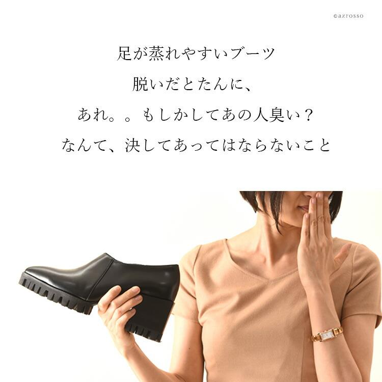 プロのクリーニング職人が その靴にあったやり方で、一足、一足、丁寧にクリーニング・除菌・消臭・補色・磨き をいたします。( 商品によっては、水洗いが出来ない場合がございます。その場合は、拭き上げによるクリーニング+除菌+消臭+補色+磨きを行います )当店は 靴クリーニング2013年 実績2500足以上の実績がございます。