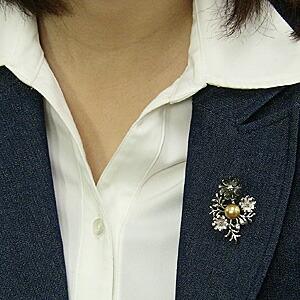 パール:ブローチ:ペンダントブローチ:真珠:ゴールデンパール:南洋白蝶真珠:ゴールド系:直径10mm:黒蝶貝:花:植物:SV:シルバー