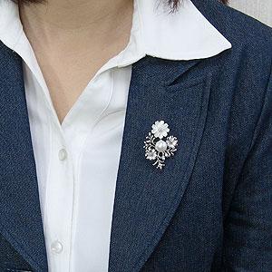 パール:ブローチ:ペンダントブローチ:真珠:ホワイトパール:南洋白蝶真珠:ホワイト系:直径10mm:白蝶貝:花:植物:SV:シルバー