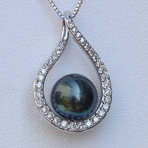 真珠 パール 6月誕生石 ペンダント タヒチ黒蝶真珠 直径9mm グリーン系 ダイヤモンド PT850 プラチナ ベネチアンチェーン0.7mm スライド調整付き