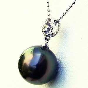 黒真珠:パール:ペンダントトップ:真珠:ブラックパール:タヒチ黒蝶真珠:グリーン系:10mm:ダイヤモンド:0.03ct:K18WG:ホワイトゴールド