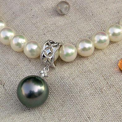 真珠ペンダントトップ:タヒチ黒蝶真珠