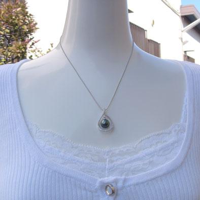真珠 パール 6月誕生石  ペンダントトップ  タヒチ黒蝶真珠 直径9mm グリーン系 ダイヤモンド PT900 プラチナ ペンダント