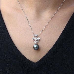 タヒチ黒蝶真珠:ペンダントトップ:KPT900:プラチナ:グリーン系:ダイヤモンド:0.05ct